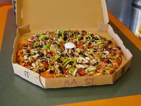 Round Table Pizza Delivery 20519 Devonshire St Los Angeles Order Online With Grubhub